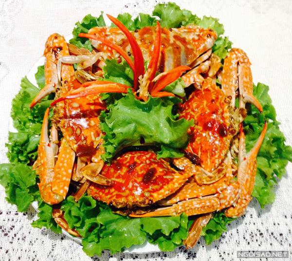 Ghẹ Rang Me Kèm Salad