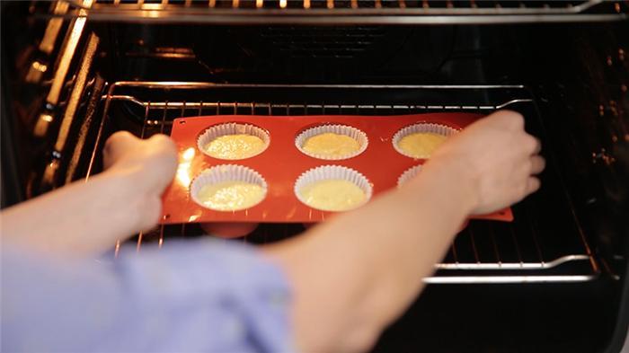 Thơm ngon hấp dẫn bánh cupcake cam