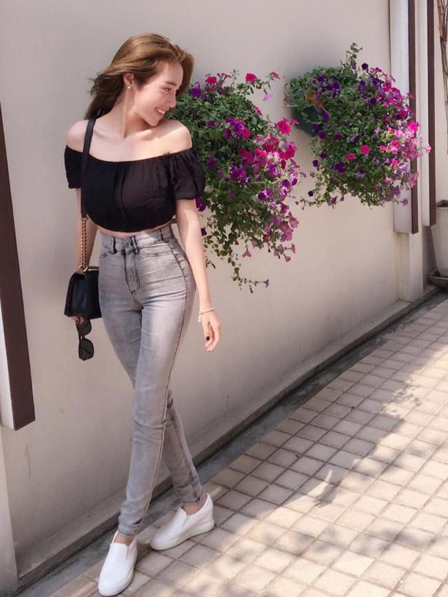 quần jean lưng cao với áo trễ vai