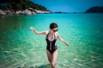 Tóc Tiên hâm nóng bãi biển với áo tắm táo bạo