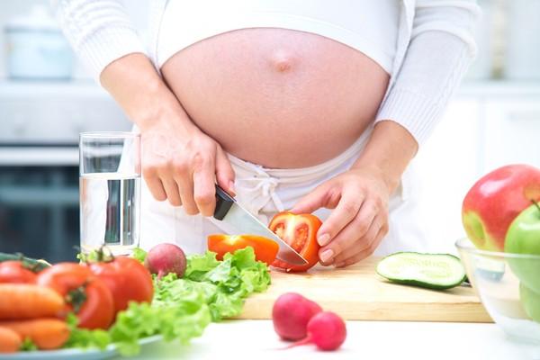 10 mẹo tránh đầy bụng cho mẹ bầu trong những ngày Tết  2
