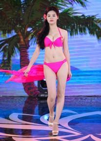 Tân Hoa hậu Biển 2016 bật khóc vì bị tố mua giải