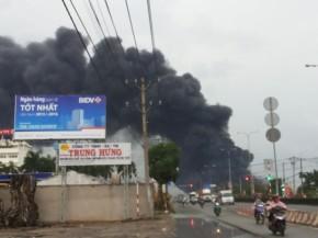 Cháy lớn tại công ty nệm Vạn Thành ở Tp.HCM