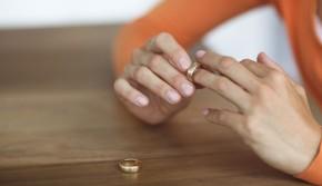 'Đơn ly hôn em viết rồi, chỉ đợi anh kí thôi'