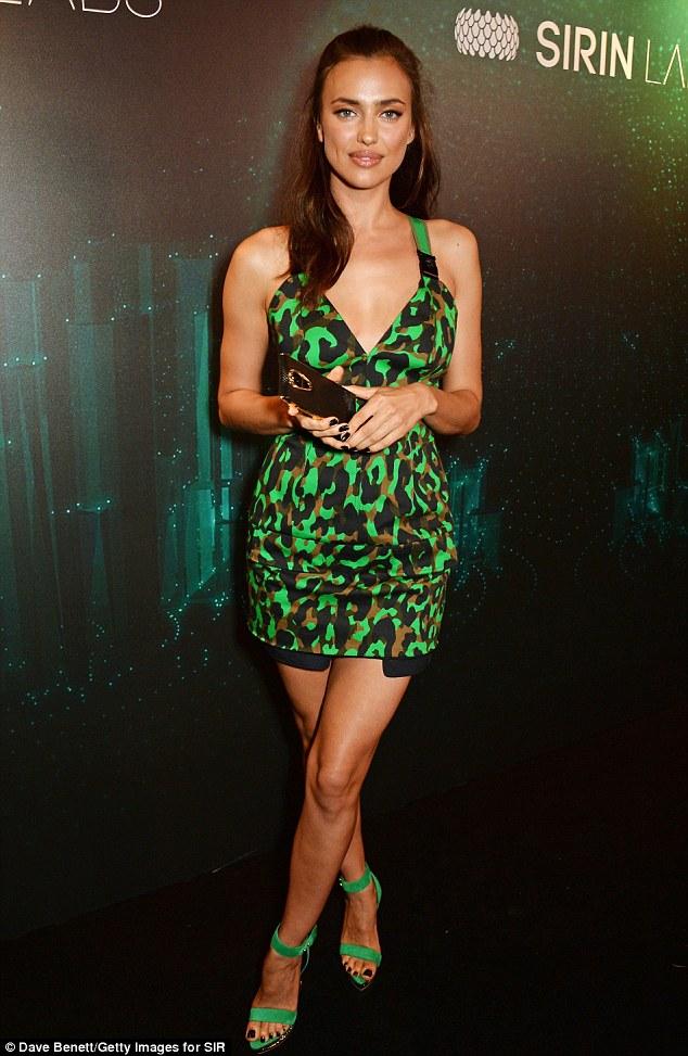 Siêu mẫu Nga Irina Shayk khoe chân dài trong sự kiện tối 31/5 tại London