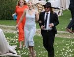 Jennifer Lawrence diện mốt không nội y đi dự đám cưới