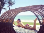 Phạm Hương gây 'bão' khi đăng ảnh bán nude