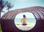 Phạm Hương gây choáng váng khi bán nude trước biển
