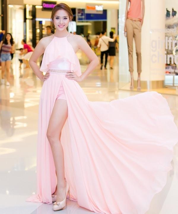 Hot girl Việt không chỉ đẹp, tài năng mà còn sở hữu đôi chân dài đầy mê hoặc
