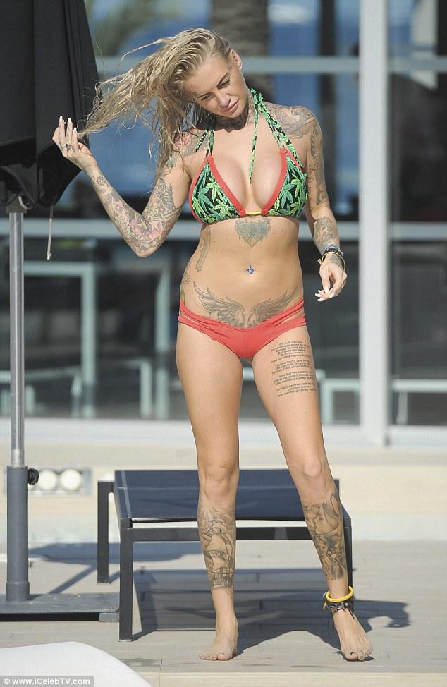 Jemma Lucy khoe dáng bốc lửa trong kỳ nghỉ tại Ibiza ngày 9/6 vừa qua
