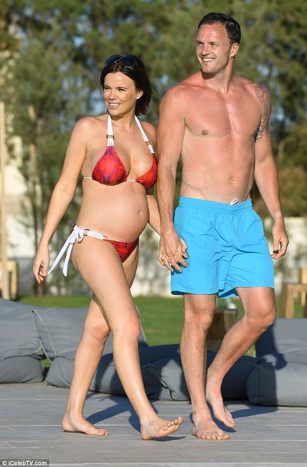 Người mẫu 30 tuổi đang mang thai đứa con đầu lòng với vận động viên đua xe đạp Kelvin Batey