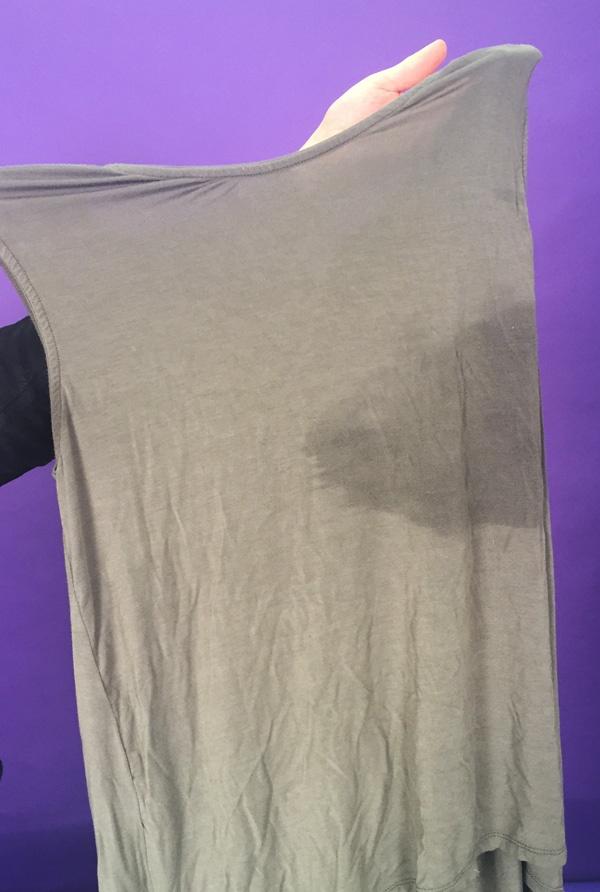 Phát hiện chất dịch lạ trong áo ngực của Victoria's Secret