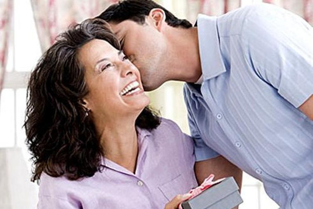 Con trai yêu mẹ sẽ sớm học được tình yêu thương