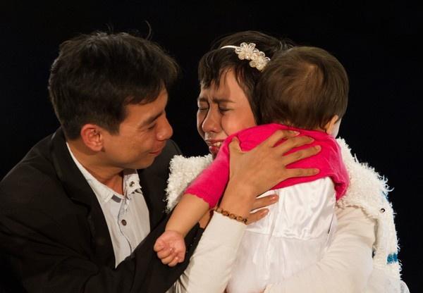 Ngày gia đình Việt Nam: lắng lòng ngắm những khoảnh khắc rơi nước mắt
