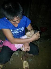 Xót thương bé gái 14 tháng tuổi chỉ nặng 3,5kg vì đói