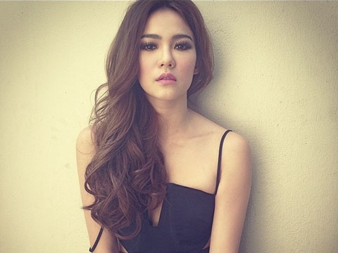 Dàn hot girl, người đẹp Việt mê tít trào lưu mày cong, môi dày