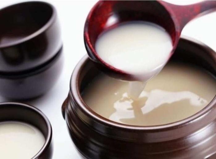 Cách dưỡng trắng da mặt từ rượu gạo