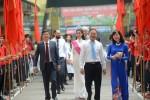 Hoa hậu Mỹ Linh về trường cũ dự khai giảng năm học mới