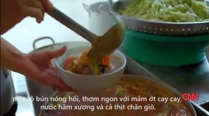 """""""Bún chửi"""" nổi tiếng Hà Nội được khen trên truyền hình Mỹ - 3"""