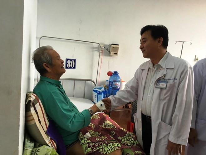 Xử lý khối u tuyến tiền liệt cho cụ ông 83 tuổi không cần mổ - 1