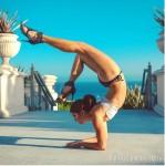 """Chân dài cơ bắp tập yoga dẻo """"vô đối"""" khiến fans choáng"""