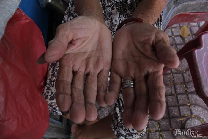Góc vỉa hè quận 1 nơi có bà cụ bán nước gần 90 tuổi nói thông thạo 4 thứ tiếng