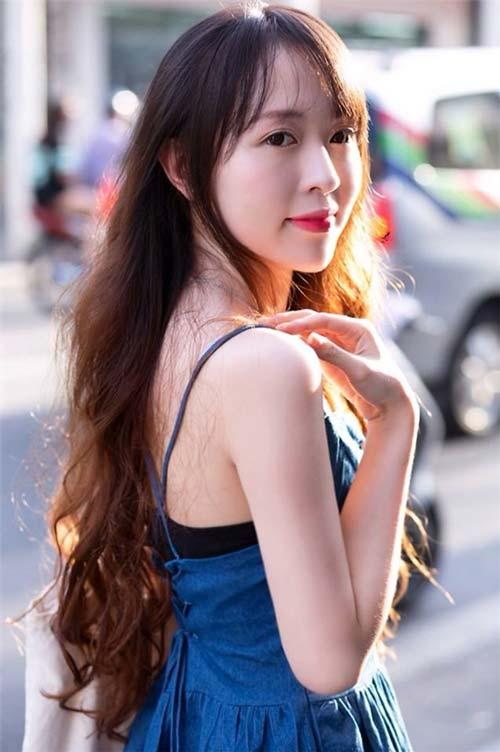 chi la tiep vien hang khong thoi ma, co can phai xinh the nay khong? - 10
