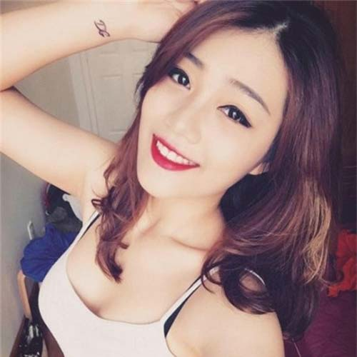 chi la tiep vien hang khong thoi ma, co can phai xinh the nay khong? - 18