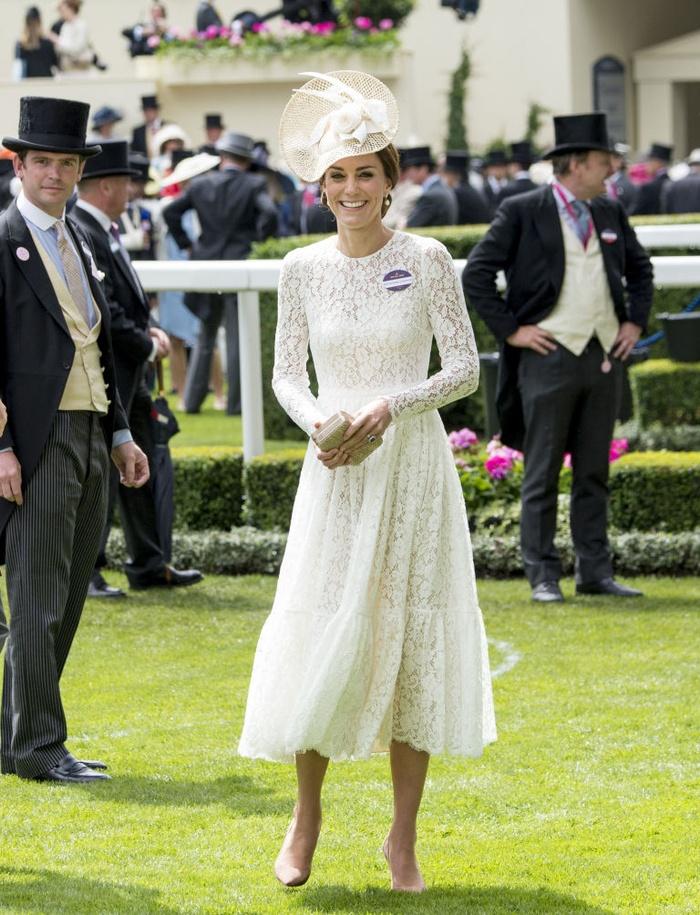 10 món đồ đắt nhất trong năm 2016 của công nương Kate