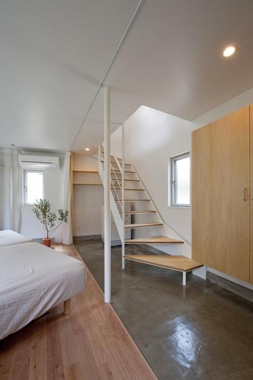 Nhìn không gian rộng rãi bên trong nhà, không ai có thể nghĩ bên ngoài lại có diện tích hẹp như thế.