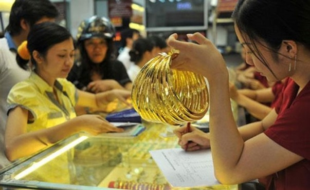 Giá vàng hôm nay 12/1: Chao đảo theo đồng USD