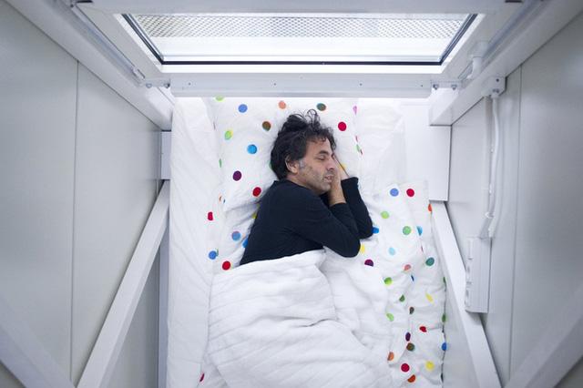 Giường ngủ được ưu tiên khoảng không gian rộng nhất.
