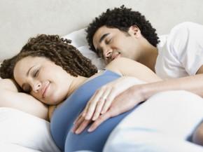 """Tiết lộ suy nghĩ của chồng về """"chuyện ấy"""" khi vợ mang thai"""