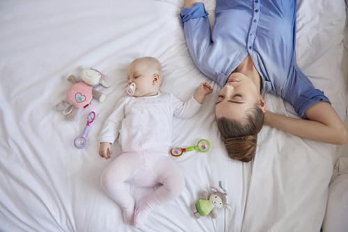 Cách chăm sóc bầu ngực căng sữa để mẹ tự tin đến công sở