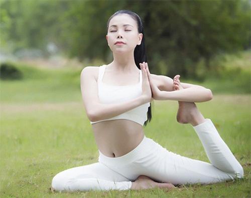 Cách tập yoga để đánh bay mỡ thừa và các đốm mụn xấu xí chỉ với 5 động tác