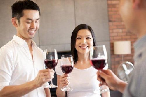 Cách chống say rượu: Ăn gì trước khi uống rượu để không bị say?