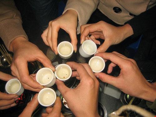 Cách uống rượu không say: Uống như nào để tránh nguy cơ ngộ độc rượu dịp tết