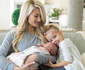 Bà mẹ siêu mẫu đẹp triệu người mê bất ngờ khoe bụng phệ được chị em like nhiệt tình - Bà Bầu