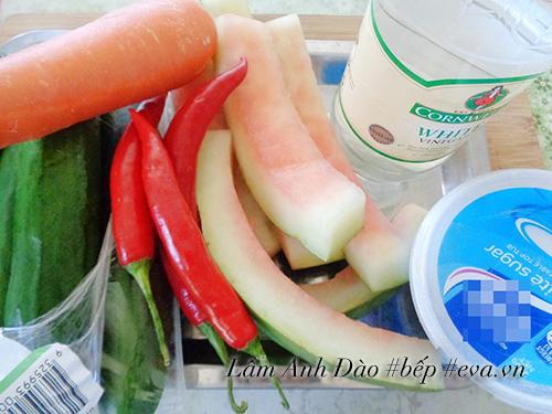 Mẹo vặt tận dụng cùi dưa hấu để ngâm chua ngọt giòn ngon giải ngán cho Tết