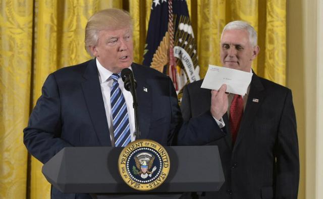 Ông Trump úp mở về lá thư từ người tiền nhiệm Obama