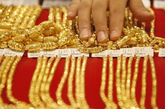 Giá vàng hôm nay 20/2: Thời bất ổn, giữ chặt túi tiền