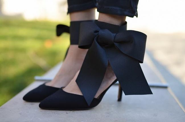 'Hô biến' đôi giày đơn điệu trở nên độc đáo trong 'tích tắc'