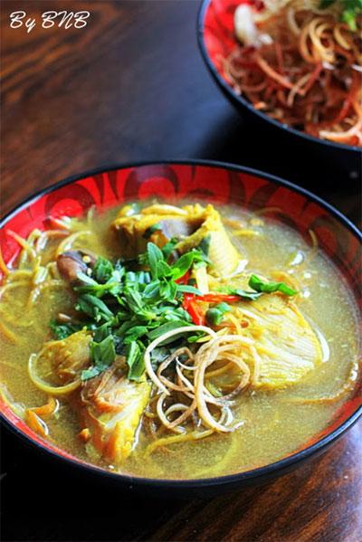 Canh chua cá đuối nấu bắp chuối