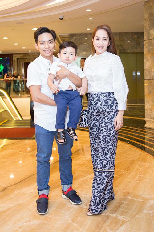 Khánh Thi - Phan Hiển rạng rỡ đưa con trai đáng yêu đi sự kiện