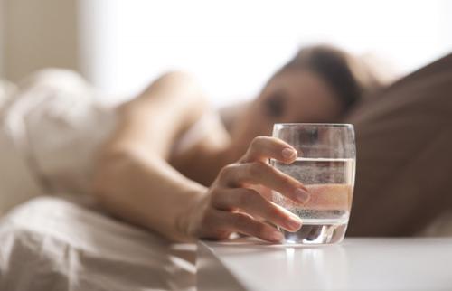 Học người Nhật uống một cốc nước vào mỗi sáng và điều bất ngờ đã xảy ra