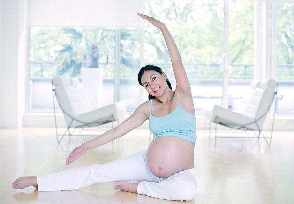 Khi khó ngủ trong thai kỳ, mẹ bầu cần 'thuộc lòng' cách nằm và thói quen sau