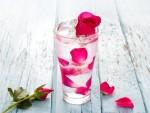 Chỉ cần uống 1 ly nước hoa hồng mỗi ngày, da bạn sẽ trở nên trắng sáng, không tì vết