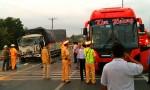 Sửa ôtô trên đường, phụ xế bị xe tải tông chết