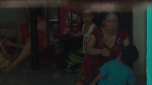 Lấy lời khai hai bảo mẫu ở Sài Gòn hành xử thô bạo khi cho trẻ ăn