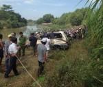 Thi thể tài xế cùng ôtô chìm dưới sông La Ngà